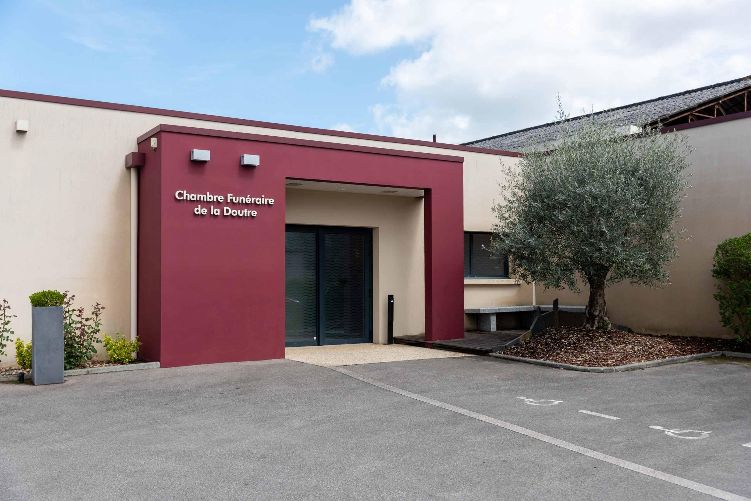 Photo de Chambre Funéraire La Doutre